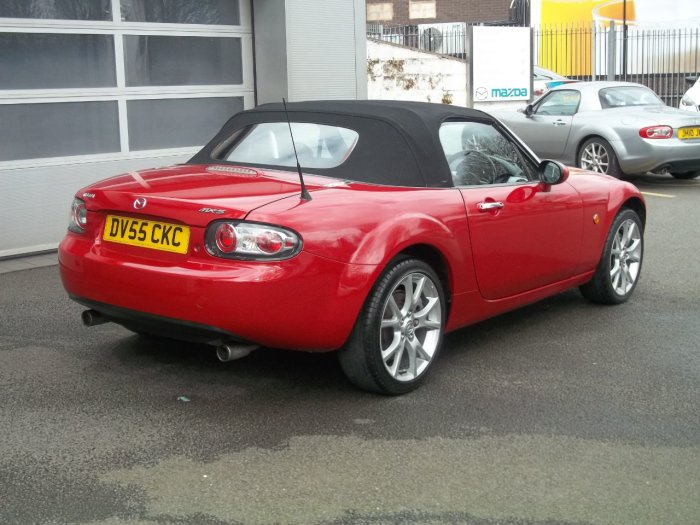 Mazda MX-5 2.0i Launch Edition 2dr Convertible Petrol Red